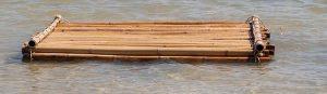 Radeau en rondins en bois